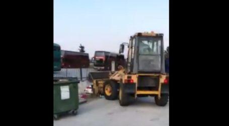 Λάρισα: Πεταμένα ρούχα έξω από σπίτια με ασθενείς θετικούς στον κορωνοϊό μάζεψε ο δήμος Λαρισαίων (βίντεο)