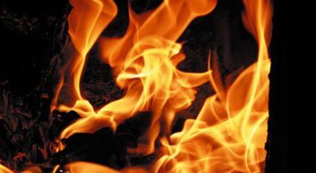 Πρωινή αναστάτωση στη Γιάννουλη – Άρπαξαν φωτιά στοιβαγμένα ξύλα σε βεράντα διαμερίσματος