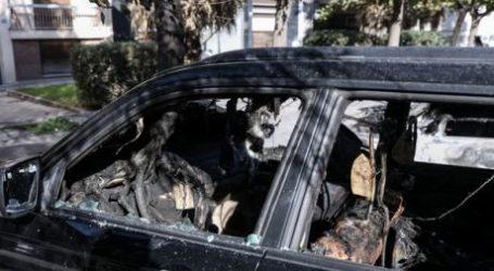 Βόλος: Φωτιά σε σταθμευμένο αυτοκίνητο