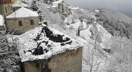 Το έστρωσε… ανοιξιάτικα στο Λιβάδι – Σε χιονισμένο τοπίο ξημέρωσαν τα ορεινά της Ελασσόνας (φωτο)