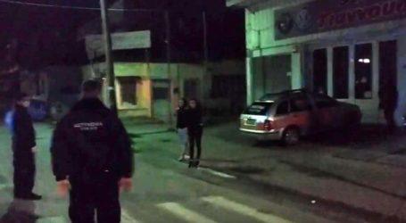 Η αστυνομία απαγορεύει πλήρως τη διέλευση πολιτών στη Νέα Σμύρνη – Δείτε βίντεο