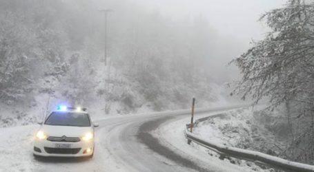 Χιόνια στα ορεινά του νομού Λάρισας – Σε ετοιμότητα με αποχιονιστικά μηχανήματα η Περιφέρεια Θεσσαλίας