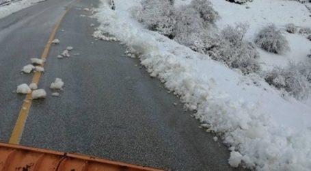 Παγετός στο οδόστρωμα των ορεινών του νομού Λάρισας – Με αλάτι ανοιχτοί οι δρόμοι (φωτο)