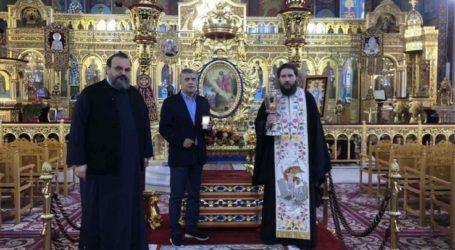 Το Άγιο Φως και στον Άγιο Νικόλαο Λάρισας (φωτο)