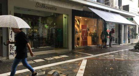 Έντονη βροχόπτωση αυτή την ώρα στη Λάρισα