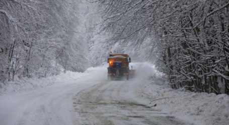 ΤΩΡΑ: Χιονίζει ξανά στο Πήλιο – Στα λευκά τα Χάνια [απευθείας σύνδεση]