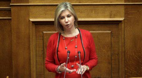Η Ζέττα Μακρή ζητεί από το Υπουργείο Περιβάλλοντος διευκρινήσεις για τη διαχείριση των εκκρεμουσών αιτήσεων των ενεργειακών κοινοτήτων