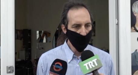 Και ο πρόεδρος με μάσκα