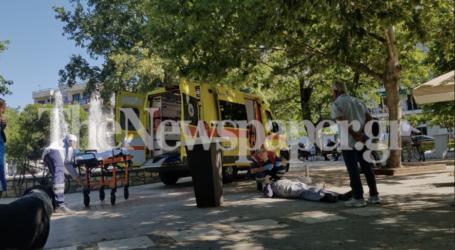 ΤΩΡΑ: Ηλικιωμένος κατέρρευσε στην πλατεία Ελευθερίας – Δείτε εικόνες