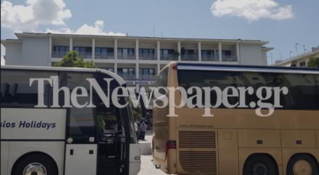Βγήκαν με τα πούλμαν στο κέντρο του Βόλου – Τι ζητούν οι ιδιοκτήτες τουριστικών λεωφορείων [εικόνες και βίντεο]