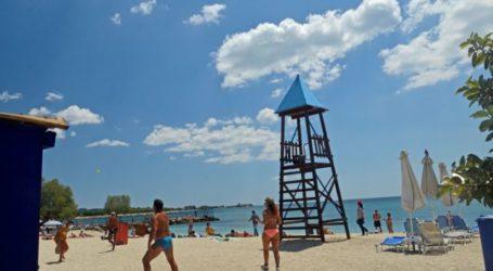 Άρση μέτρων: Ανοίγουν το Σαββατοκύριακο οι οργανωμένες παραλίες ενόψει καύσωνα