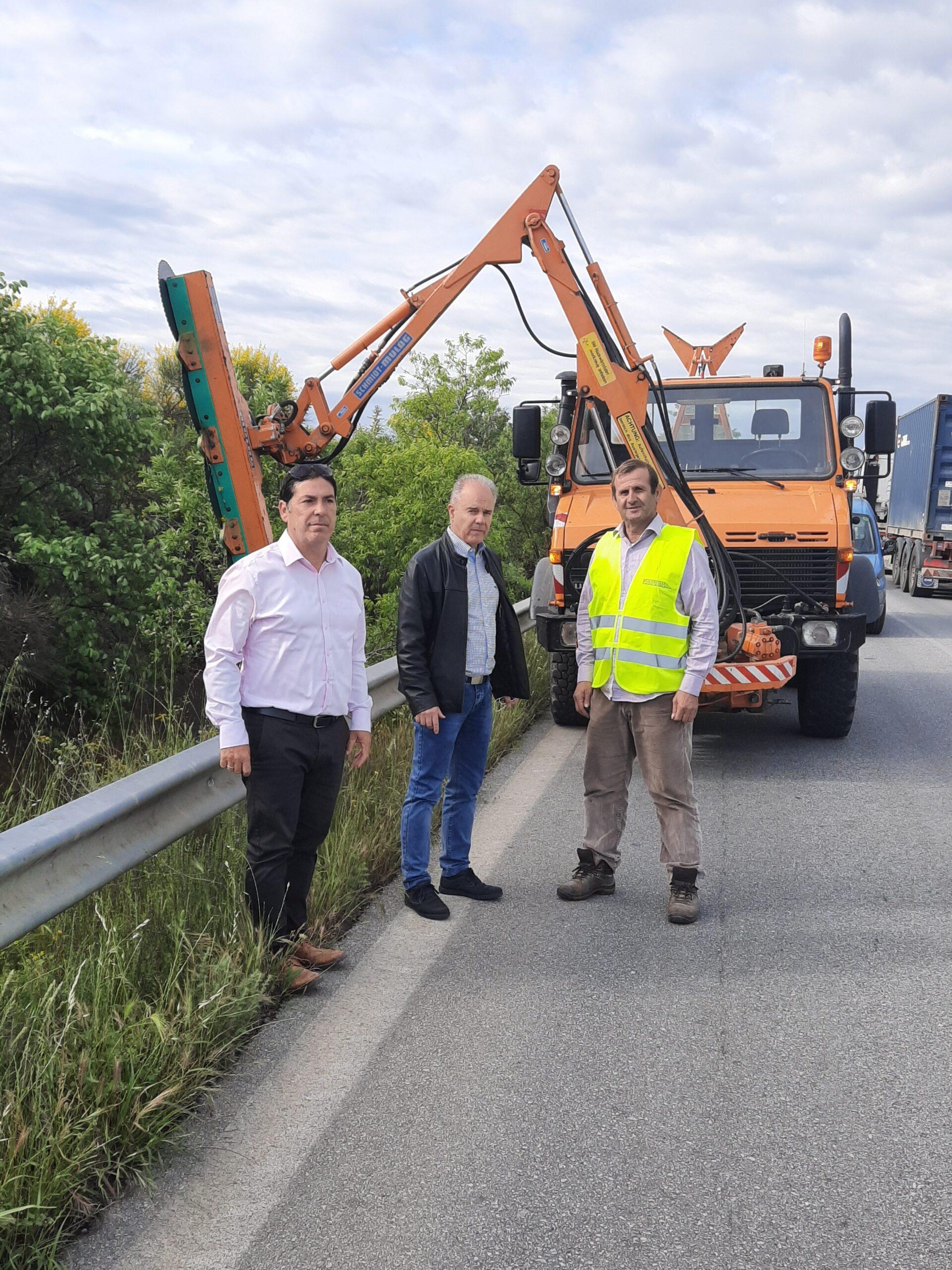 Δήμος Τεμπών: Καθαρισμός στο παράπλευρο οδικό δίκτυο της ΠΑΘΕ