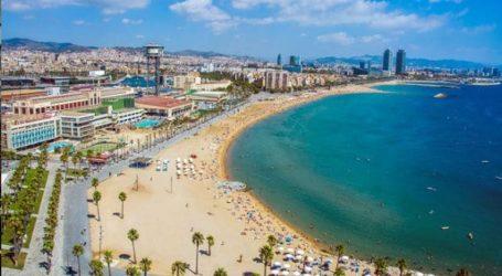 Άνοιξαν για λίγες ώρες οι παραλίες στη Βαρκελώνη