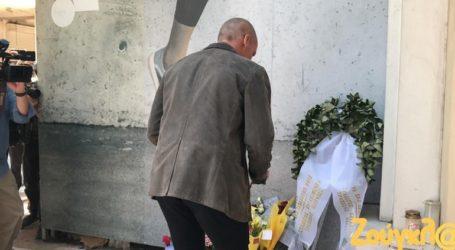 Στον τόπο της τραγωδίας της Marfin ο Γιάνης Βαρουφάκης