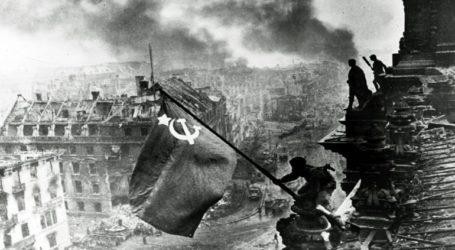 """Η Μόσχα κατηγορεί τις ΗΠΑ ότι """"διαστρεβλώνουν"""" τον ρόλο της ΕΣΣΔ στη νίκη επί της ναζιστικής Γερμανίας"""