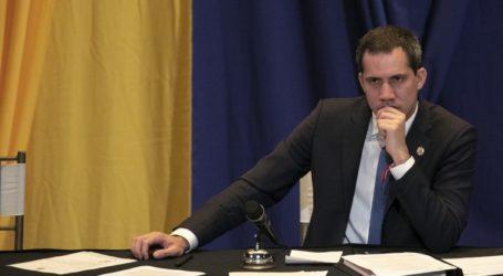 Ο Γκουαϊδό αποδέχτηκε τις παραιτήσεις συμβούλων του που ενεπλάκησαν στην αποτυχημένη «εισβολή»