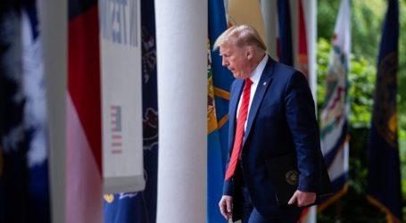 Κατηγορούν τον Τραμπ για καθυστερημένη αντίδραση στην πανδημία