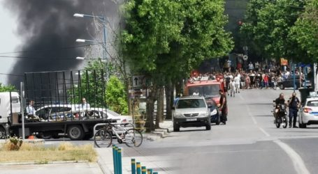 Φωτιές και επεισόδια στον καταυλισμό των Ρομά στη Λάρισα