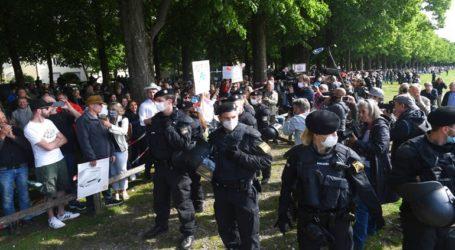 Χιλιάδες Γερμανοί στους δρόμους κατά των περιοριστικών μέτρων για τον κορωνοϊό