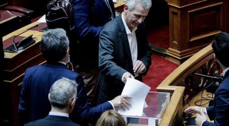 """Άνω-κάτω η Βουλή με τη """"γκάφα"""" Καλογιάννη"""