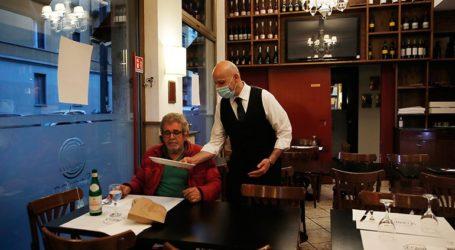 """Οι Ιταλοί εστιάτορες λένε """"arrivederci"""" στους χάρτινους καταλόγους"""