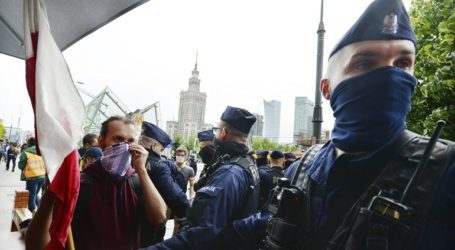 Διαδήλωση κατά της καραντίνας στη Βαρσοβία