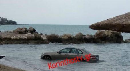 Όχημα κατέληξε στη θάλασσα όταν ο οδηγός έβαλε όπισθεν