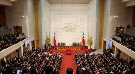 Στη Χιλή μειώνουν τον μισθό για τον πρόεδρο, τους υπουργούς και τους βουλευτές
