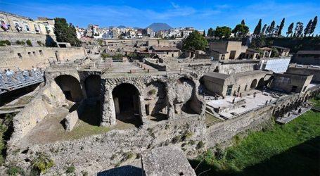 Ο αρχαιολογικός χώρος της Πομπηίας άνοιξε πάλι τις πύλες του στους τουρίστες
