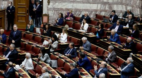 «Όχι» από τη Βουλή στην άρση ασυλίας 54 βουλευτών ΣΥΡΙΖΑ για τη Συμφωνία των Πρεσπών
