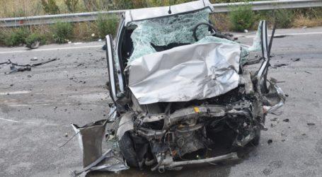 Νεκρός ο οδηγός ΙΧ που συγκρούστηκε με φορτηγό