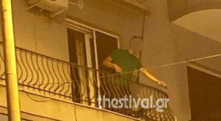 Μεθυσμένος πετούσε γλάστρες και αντικείμενα από το μπαλκόνι του