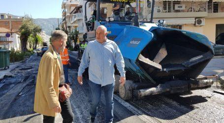 Βόλος: Ασφαλτοστρώνεται η οδός Κ. Καρτάλη – Επιθεώρηση Μπέου στα έργα [εικόνες και βίντεο]