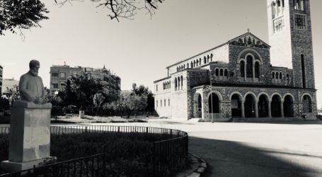 Κυριακή καραντίνας σε 12 εκκλησίες του Βόλου – Εικόνες σε άσπρο και μαύρο φόντο