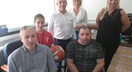 Αναπηρικό αμαξίδιο παρέδωσε ο Περιφερειάρχης Θεσσαλίας στο αθλητικό σύλλογο ατόμων με αναπηρία «Αργοναύτες»