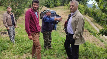 Κλιμάκιο του ΚΚΕ επισκέφθηκε τις χαλαζόπληκτες περιοχές της Ζαγοράς [εικόνες]
