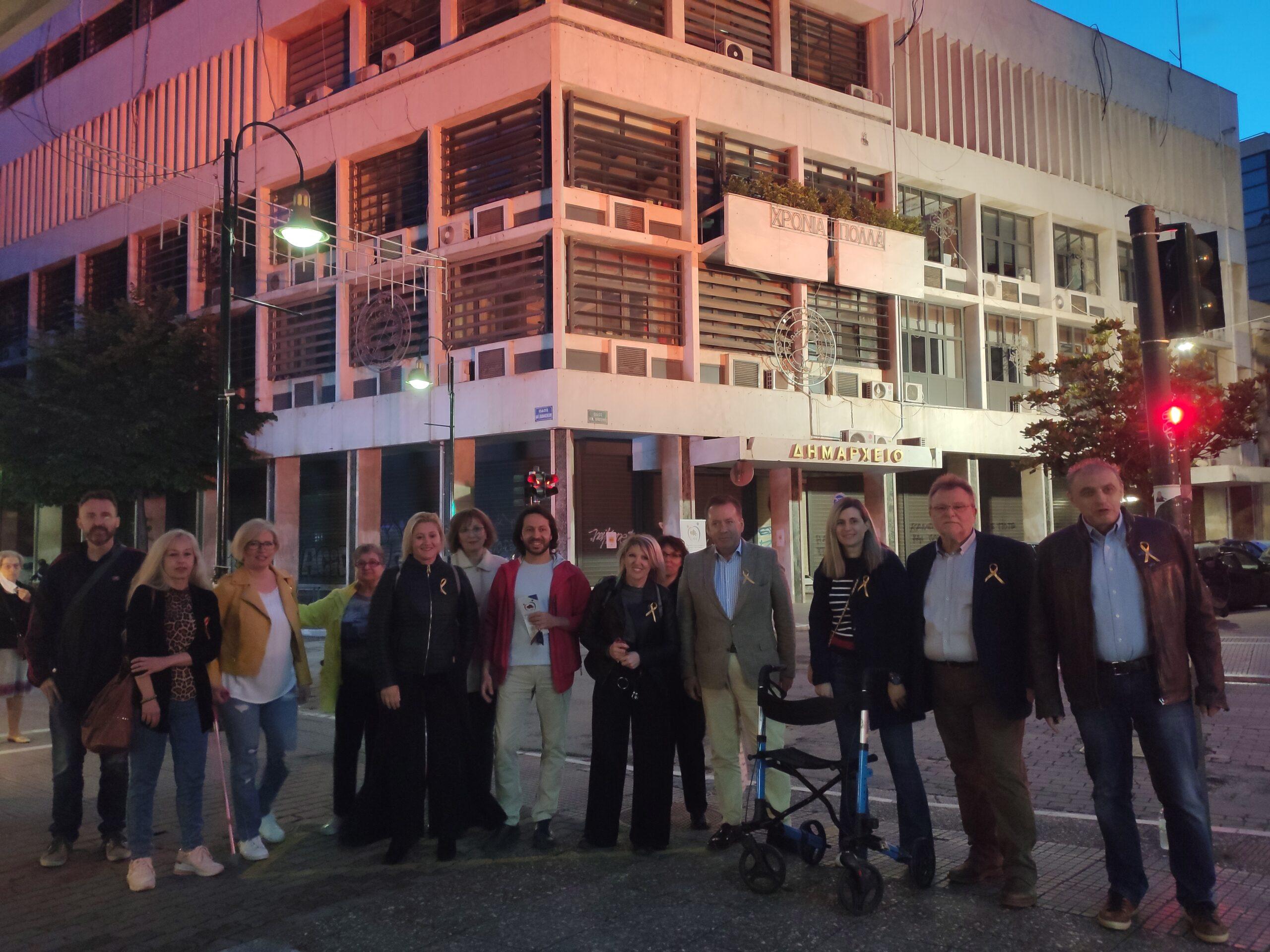 Για την Παγκόσμια Ημέρα Σκλήρυνσης Κατά Πλάκας φωτίστηκε το δημαρχείο στη Λάρισα (φωτο)