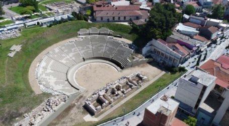 Λάρισα: Συνεργεία ελέγχουν τη σταθερότητα σημείων και συντηρούν τα εδώλια του Αρχαίου Θεάτρου