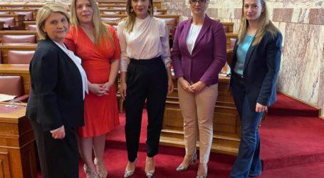Στέλλα Μπίζιου: Η Πολιτεία στέκεται δίπλα στα θύματα της ενδοοικογενειακής βίας