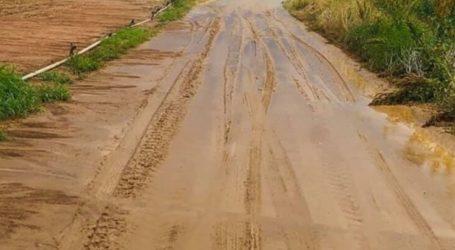 Λάρισα: Δρόμος… κρύφτηκε από τις λάσπες στο δήμο Κιλελέρ (φωτο)