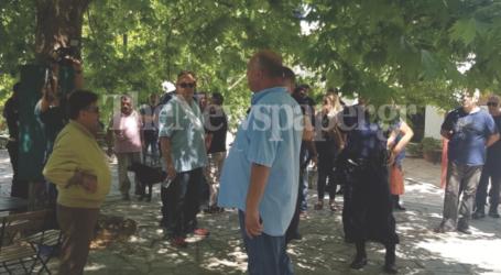 Επεισόδια στις Σταγιάτες – Στην πλατεία του χωριού ο Αχιλλέας Μπέος [εικόνες και βίντεο]