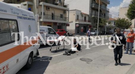 ΤΩΡΑ: Τροχαίο ατύχημα με τραυματία στον Βόλο – Αυτοκίνητο παρέσυρε μηχανάκι [εικόνες]
