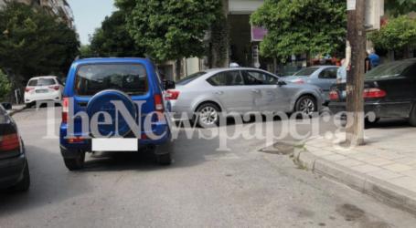 Τροχαίο ατύχημα στον Βόλο – ΙΧ συγκρούστηκε με ταξί [εικόνες]
