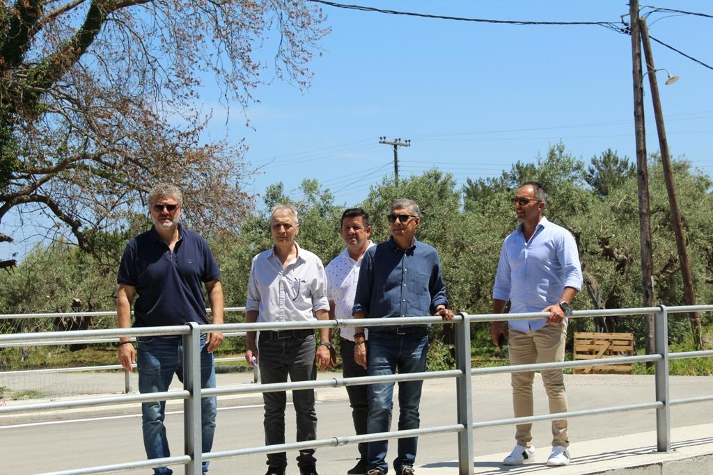 Στις νέες γέφυρες που κατασκευάζει η Περιφέρεια Θεσσαλίας στα παράλια της Λάρισας ο Κώστας Αγοραστός (φωτο)
