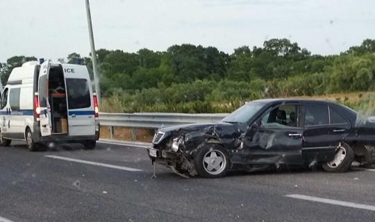 Λάρισα: Τροχαίο με σύγκρουση αυτοκινήτων στα Τέμπη - Ένα άτομο μεταφέρθηκε στο νοσοκομείο (φωτο)