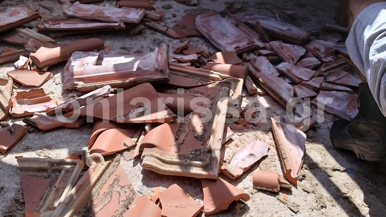 Απίστευτο περιστατικό: Αεροσκάφος σκόρπισε πανικό και ξήλωσε σκεπή σπιτιού σε χωριό της Λάρισας – Δείτε φωτό και βίντεο