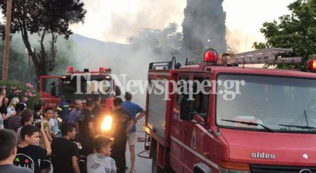 Βόλος: Δείτε βίντεο από τη μεγάλη φωτιά στο «Οινόπνευμα»