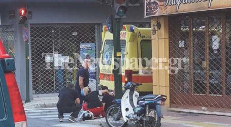 Βόλος: Φορτηγό παρέσυρε μηχανάκι στο κέντρο του Βόλου [εικόνες και βίντεο]
