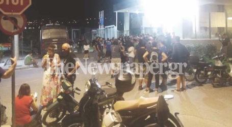 ΤΩΡΑ: Συγκέντρωση έξω από την Αστυνομική Διεύθυνση στον Βόλο – Ελεύθεροι 8 προσαχθέντες [εικόνες]