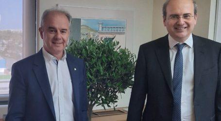 Τον υπουργό Περιβάλλοντος και Ενέργειας Κωστή Χατζηδάκη συνάντησε ο δήμαρχος Τεμπών